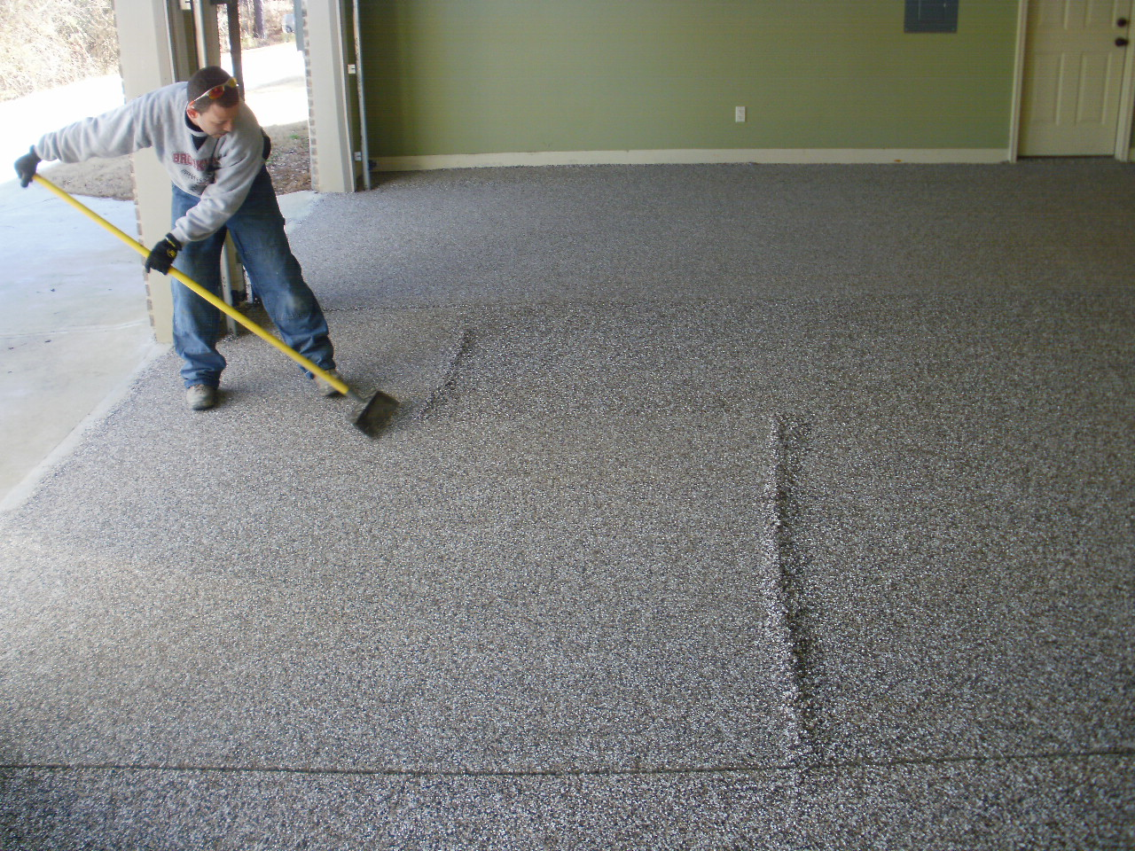 How to Choose the Best Epoxy For Your Garage Floor